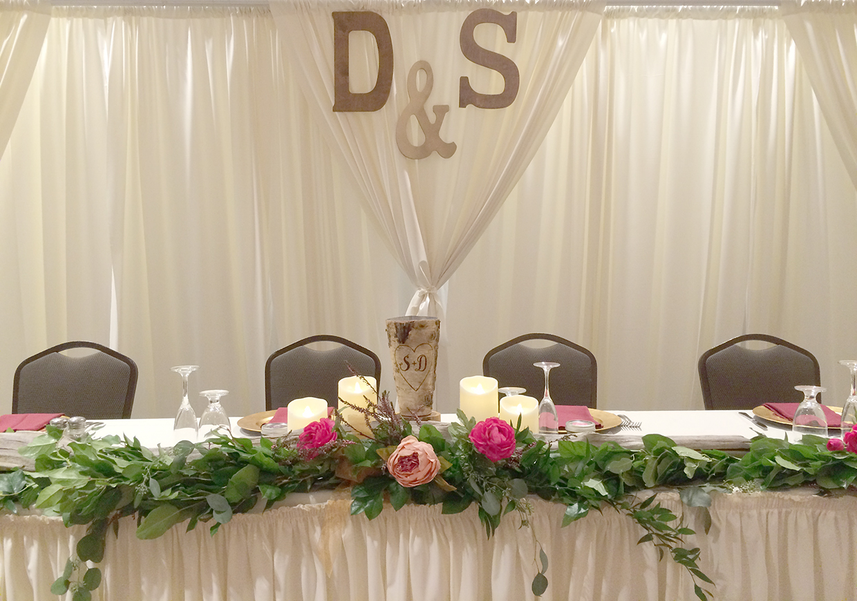 daniellejones_headtable2_web
