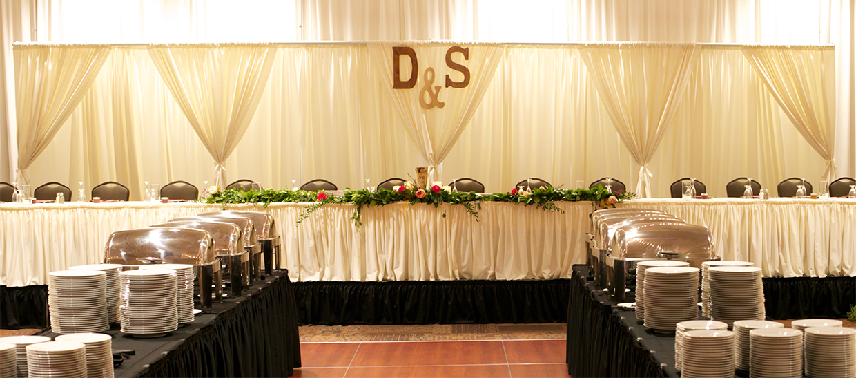 daniellejones_headtable3_web