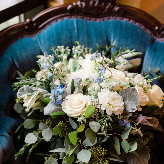 Ashley&RobertHaar_FlowersVintage_web_500px